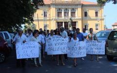 Pietrasanta: corteo a sostegno del sindaco Mallegni, ancora sospeso