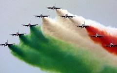 Livorno, arrivano le Frecce Tricolori: domenica 9 agosto disegneranno in cielo una bandiera di quattro chilometri