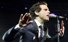 Firenze: Mika apre il concerto con una preghiera. E condanna la scritta omofoba apparsa sui muri contro di lui