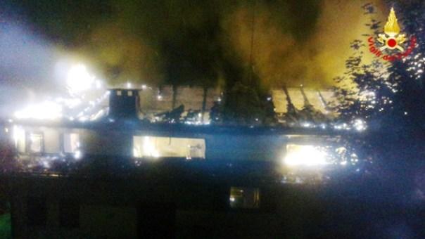 Incendio all'Abetone, evacuata casa vacanze