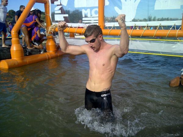 Simone Ruffini, medaglia d'oro nella 25 chilometri ai mondiali di nuoto. Dal podio ha mandato la proposta di matrimonio alla fidanzata