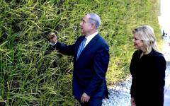 Firenze: Netanyahu agli Uffizi e davanti al David. Poi incontra la comunità ebraica. Proteste con striscioni dei filopalestinesi