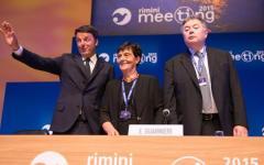 Tasse, Renzi al meeting di Rimini e a Pesaro: nel 2016 via l'Imu e la Tasi a tutti. Ma non rivela dove troverà i soldi