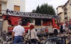 Firenze, crolla di notte il tetto di una casa: vive per miracolo due anziane