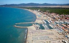 Follonica, identificato il cadavere sulla spiaggia: è un uomo di 67 anni scomparso da Ostia
