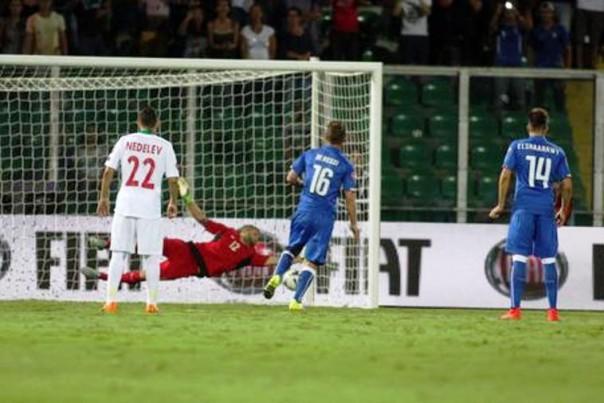Il gho di De Rossi su rigore, che ha deciso la partita al 6'. Il giocatore della Roma si farà ingenuamente espellere nel secondo tempo