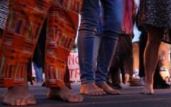 Firenze: la marcia 'degli scalzi' per i migranti. Hanno partecipato circa 600 persone