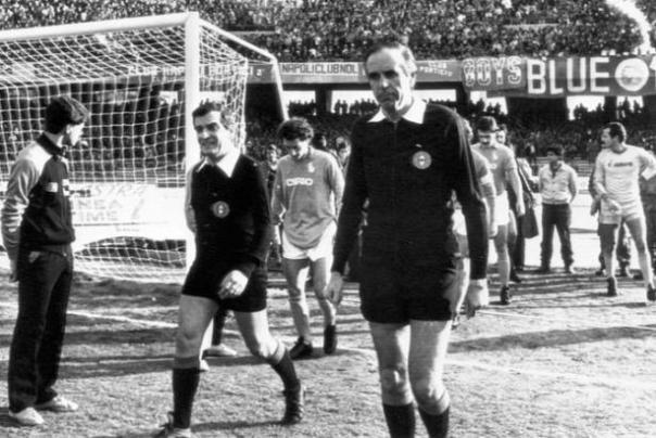 Gino Menicucci nel pieno della sua carriera di arbitro