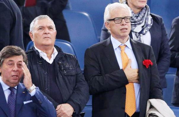 Il senatore ex sindaco di Aulla Lucio Barani (primo da destra)