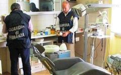 Livorno, falso dentista da 25 anni: denunciato un odontotecnico