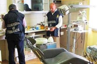Livorno, scoperto dentista abusivo