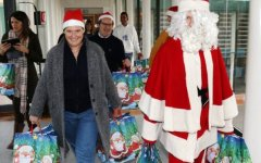 Firenze: il sindaco Dario Nardella fa Babbo Natale con i bambini del Meyer