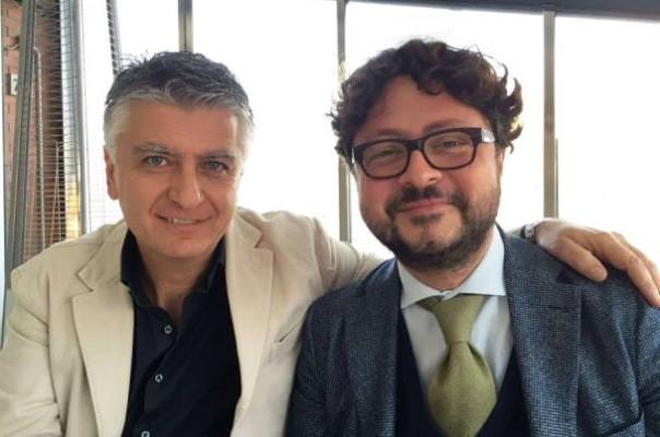 Il sindaco di Pietrasanta Massimo Mallegni (a sin.) col suo avvocato Sandro Guerra (foto Facebook - Mallegni)