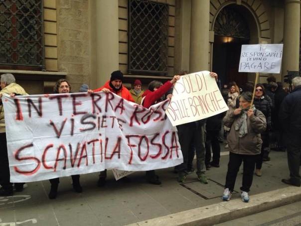 Banche: protesta risparmiatori Etruria, 'rivogliamo soldi rubati'
