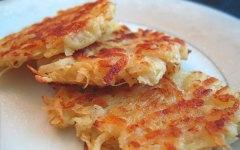 Latkes ( frittelle di patate e cipolle )