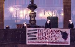 Toscana, legge sui cinghiali: a Firenze animalisti sul Ponte Vecchio per protesta