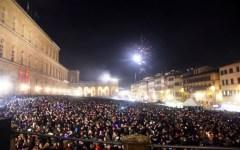 Firenze, Capodanno 2016: decine di migliaia in piazza. Grave un bimbo di 9 anni ferito dai botti