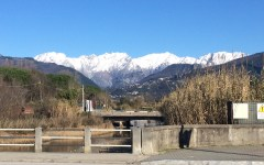 Massa, Ronchi - Poveromo: neve sulle Apuane e mare agitato. Spettacolo da cartolina (foto)