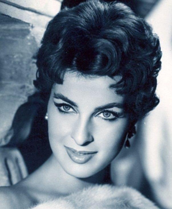 Silvana Pampanini al culmine della sua spettacolare carriera. Era nata nel 1925