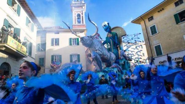 Sfilata dei carri al Carnevale di Foiano della Chiana