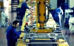 Economia: persi 110 miliardi di investimenti a partire dal 2007. Nel 2015 però +0,8%