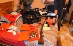 Arezzo, armi e attrezzi in casa: arrestato un 34enne