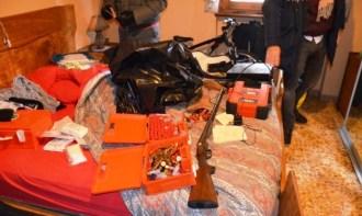 Ad Arezzo un arresto per armi e attrezzi rubati