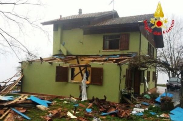 Barga, la villetta distrutta dall'esplosione