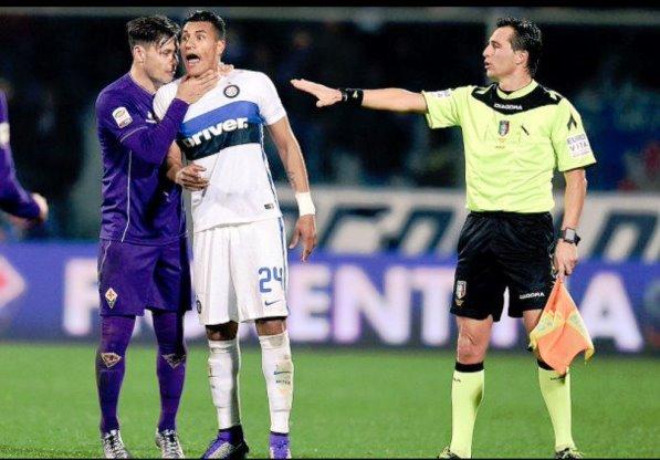 Fiorentina, Mauro Zarate e il suo gesto incriminato (foto Twitter @mau_zeta)