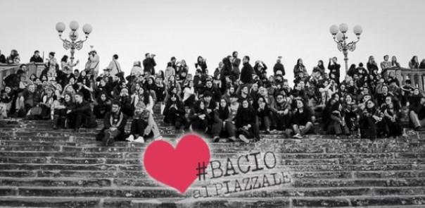 Firenze, San Valentino 2016. Bacio al Piazzale Michelangelo pedonaleFoto Twitter @Bacioalpiazzale