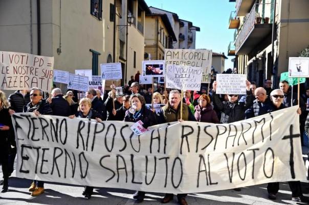 La protesta dei risparmiatori a Rignano