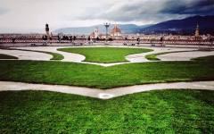 Firenze, Piazzale Michelangelo: nuove balaustre e grande aiuola con i fiori. «Amo Firenze»