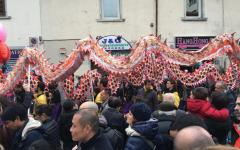 Prato, capodanno cinese. La sfilata del dragone