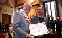Firenze: Carlo Conti festeggia il compleanno in regione. Ricevendo un riconoscimento