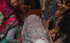 Pakistan: un kamikaze fa strage di cristiani, 72 morti e 359 feriti, molte donne e bambini