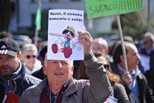 Protesta dei risparmiatori truffati