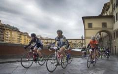 Ciclismo: il 17 aprile la Granfondo Firenze De Rosa porterà le bici sul Ponte Vecchio