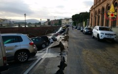 Firenze: voragine di 200m aperta sul Lungarno Torrigiani, vicino a Ponte Vecchio (fotogallery)