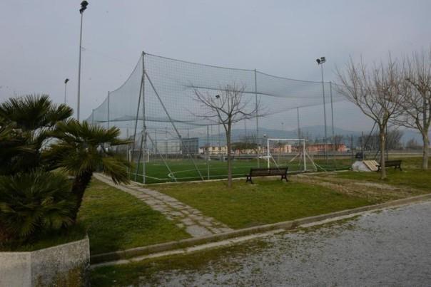Il campo di calcetto dove è' morto il ragazzo di 22 anni mentre giocava, Pontedera (Pisa), 5 marzo 2013. ANSA/STRINGER