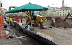 Firenze, voragine nel lungarno Torrigiani: la Regione convoca l'Autorità idrica per il 14 giugno