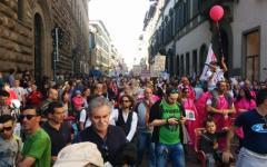 Firenze: 15 mila in corteo no inceneritore. Con lo slogan in vernacolo fiorentino: «Unvisifafare»