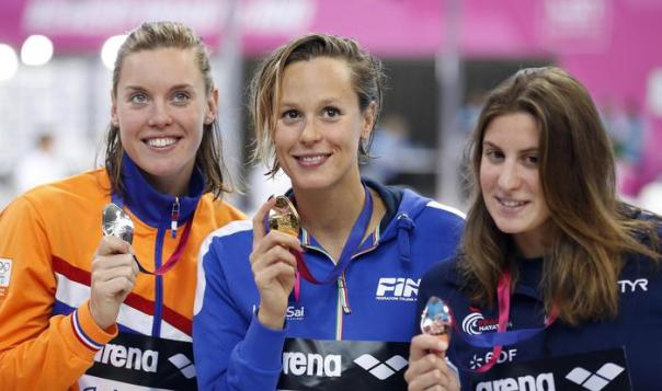 Italy's winner Federica Pellegrini, center, second placed Femke Heemskerk of the Netherlands , left, and third placed France's Charlotte Bonnet show their medals after the Women's 200m Freestyle final at the European Aquatics Championships in London, Saturday, May 21, 2016. (ANSA/AP Photo/Frank Augstein) [CopyrightNotice: Copyright 2016 The Associated Press. All rights reserved. This material may not be published, broadcast, rewritten or redistribu]
