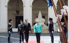 Vertice Renzi-Merkel: accordo su immigrazione e difesa di Schengen. Premier a capo ultradestra austriaca, non siamo scafisti di Stato