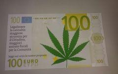 Firenze: finta banconota da 100 euro con foglia di marijuana presentata dai consiglieri di Si Toscana in regione