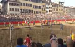 Calcio storico 2016, grandissima finale: Bianchi campioni. Vincono 6 cacce e mezza a 6. Gli Azzurri reclamano una «caccia-non caccia»