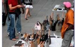 Firenze, abusivismo commerciale: controlli dei vigili urbani, sospensione dell'attività per sei minimarket e sanzioni a due venditori abusiv...