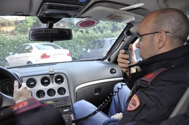 Polizia volante poliziotti agenti