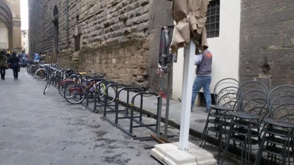 rastrelliere-svuotate-in-via-della-Ninna