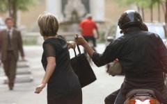 Livorno: ladro 45enne tenta scippo a un'anziana, ma rimedia solo un paio d'occhiali