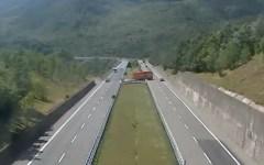 Sicurezza: controlli della polizia stradale a Massa e Arezzo. Denunciato un camionista rumeno e espulsi tre albanesi